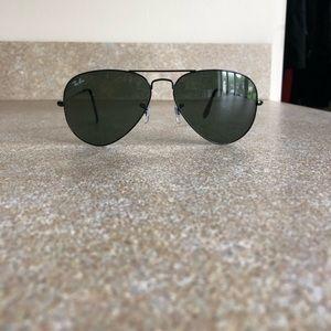 Ray Ban Aviator Classic Black Sunglasses